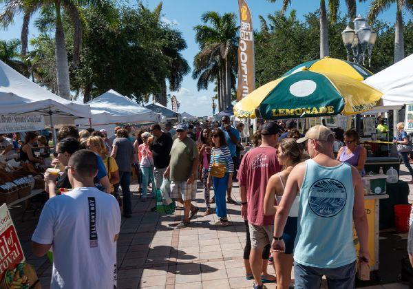 Fort Pierce farmer's market sunny day