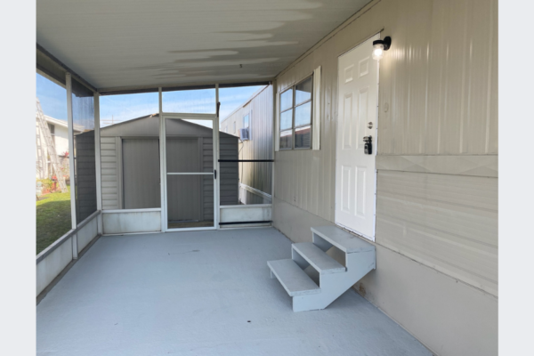 Renovated 2 Bedroom 1 Bath Located in a Fishers Paradise